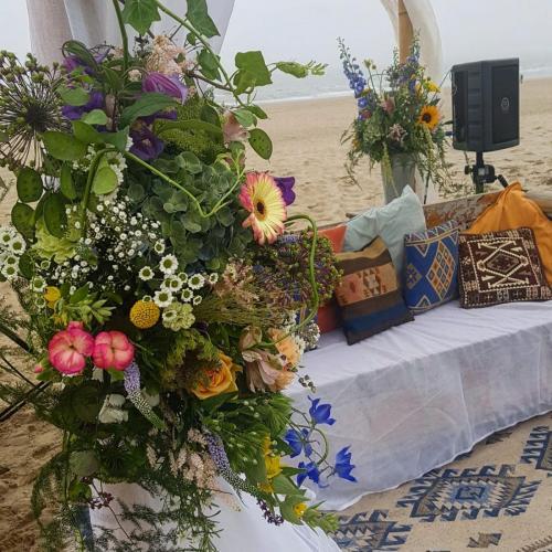 https://beguapa.nl bruidsbloemen, strand, huwelijk
